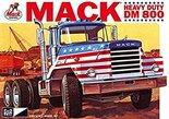 MPC Mack Heavy Duty DM 800 1/25 (MPC899)