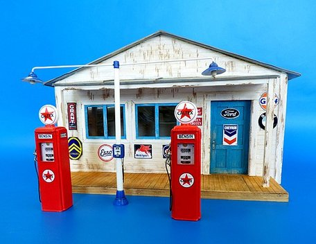 Plus Model Gas Station 1:35