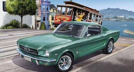 Revell Ford Mustang 2+2 Fastback '65 1:24