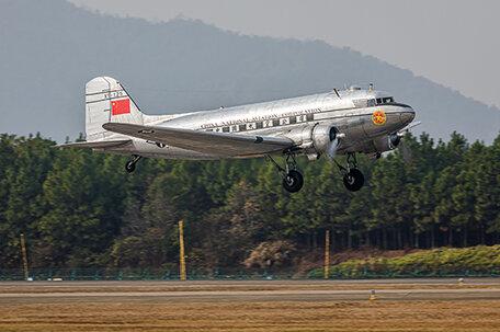 Trumpeter DC-3 1:48