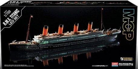 Academy R.M.S. Titanic LED 1:700