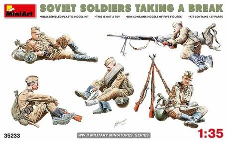 MiniArt Soviet Soldiers Taking a Break 1:35