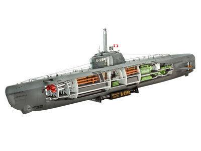 Revell German Submarine U-Boot Type XXI with Interior 1:144