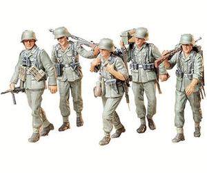 Tamiya German Machine Gun Crew on Maneuver 1:35