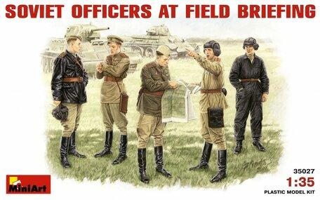 MiniArt Soviet Officers at Field Briefing 1:35