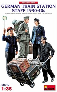 MiniArt German Train Station Staff 1930-40s 1:35 #38010